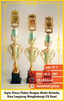 desain plakat seminar, gambar trophy, grafir nama