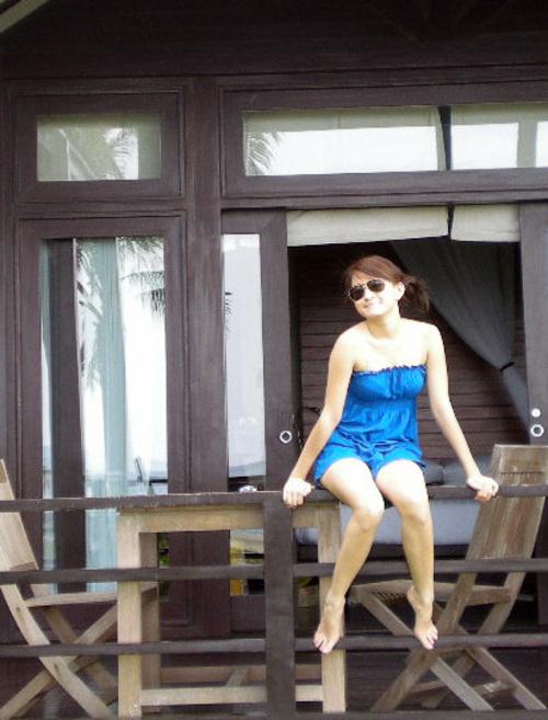 wut hmone shwe yee sexy bikini photo 01
