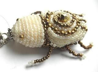 жук из бисера