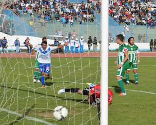 Oriente Petrolero - Carlos Arias, Marvin Bejarano, Mariano Brau - DaleOoo.com web del Club Oriente Petrolero