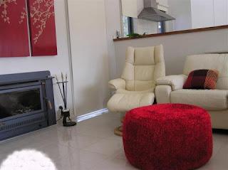 كيف تصنعين مقعدا رائعا لصالونك بقنينات المياه الغازية الفارغة