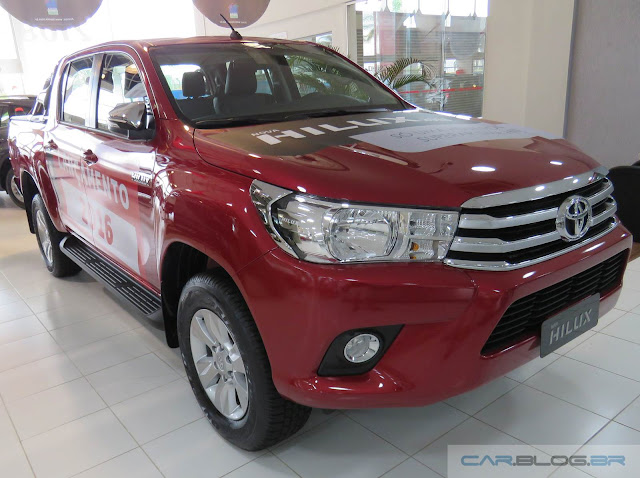 Nova Toyota Hilux 2016 SRV A/T - vermelha