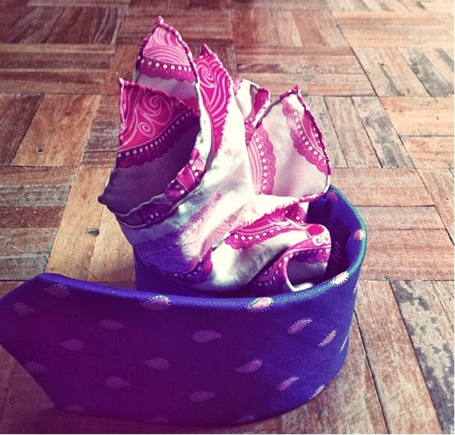 corbata y pañuelo con estampado paisley