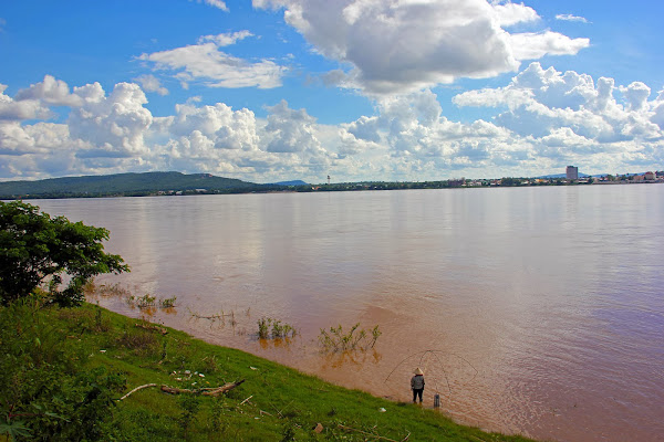 Rio mekong a su paso por Savannakhet