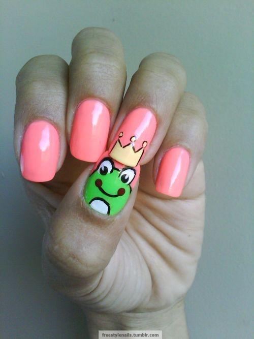 Idea fácil crear una forma diagonal simple en tus uñas.