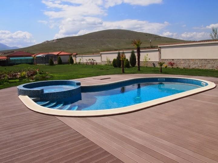 Външен басейн с кристална мозайка и дърволекс 7