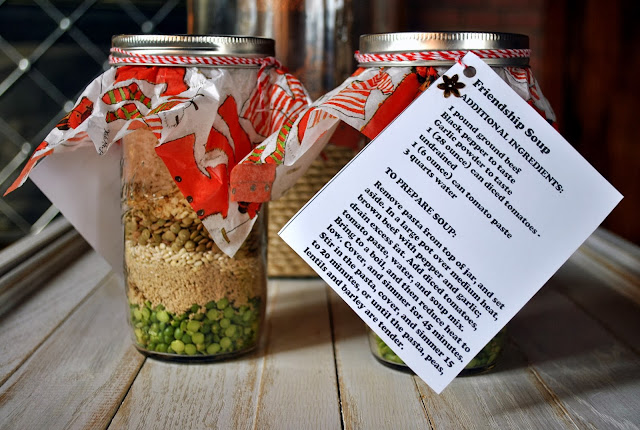 http://www.sweetcarolinescorner.com/2013/12/christmas-series-gift-in-jar-recipe-diy.html
