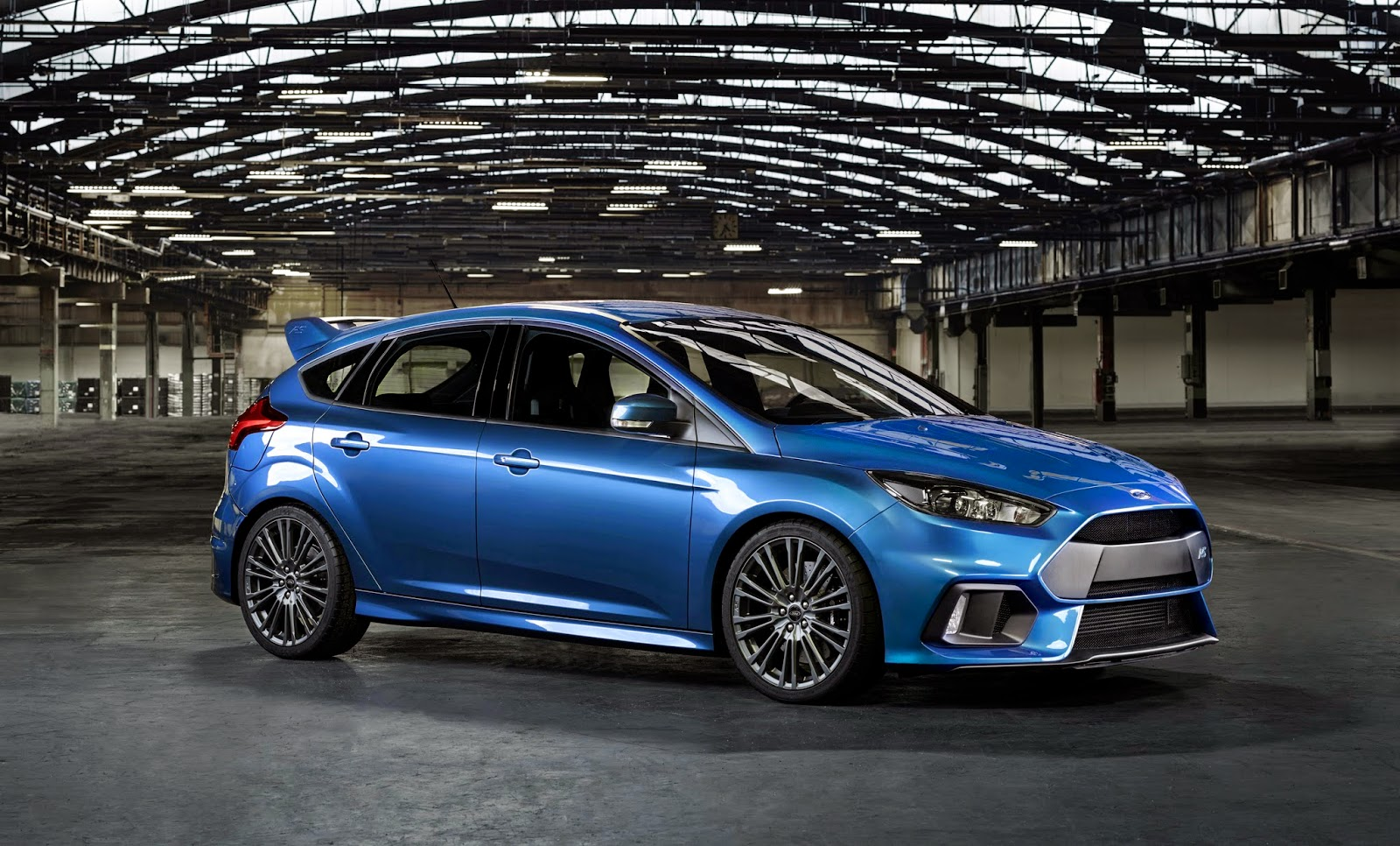 2016 focus rs vs 2015 civic type r w poll carscoops. Black Bedroom Furniture Sets. Home Design Ideas