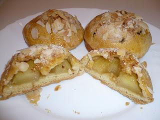 فطائر محشوة بالتفاح سهلة ولذيذة جدا بالمراحل المصورة