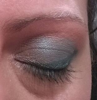 sombra de ojos en tonos verdes