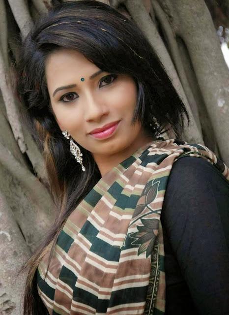 Sanjana Naidu In Saree