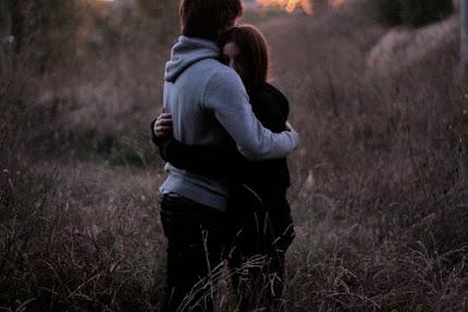 - ¿Me prometes una cosa? + Lo que quieras.. - Abrázame fuerte y, no me sueltes nunca..