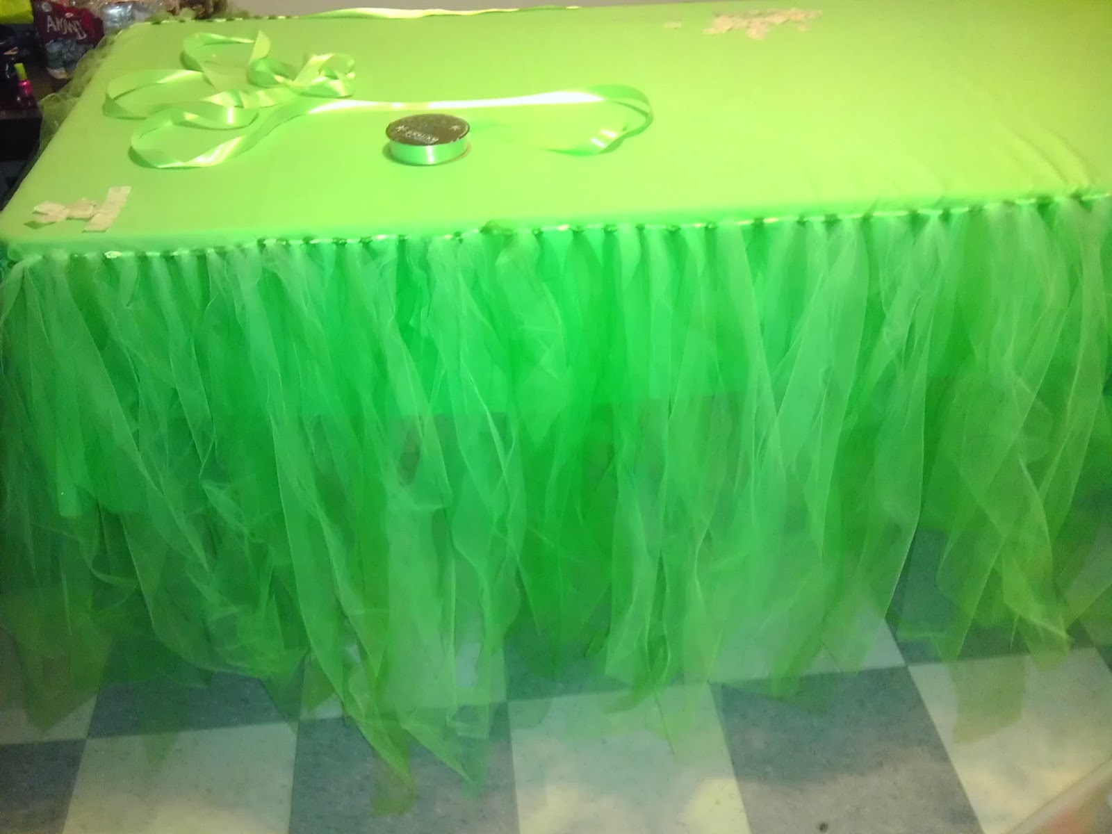 Impressive Tulle Tutu Table Skirt 1600 x 1200 · 157 kB · jpeg