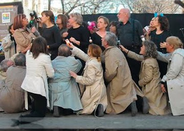 2/12 Junto al Grupo de Teatro Comunitario de Boedo Antiguo.