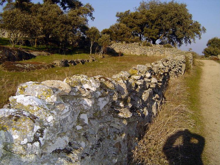 Episcophagus los moais de pascua las l neas de nazca y las vallas de piedra de mi pueblo - Vallas de piedra ...
