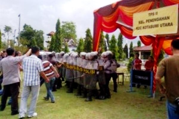 Polres Lampung Utara latihan pengamanan pelaksanaan pemilukada
