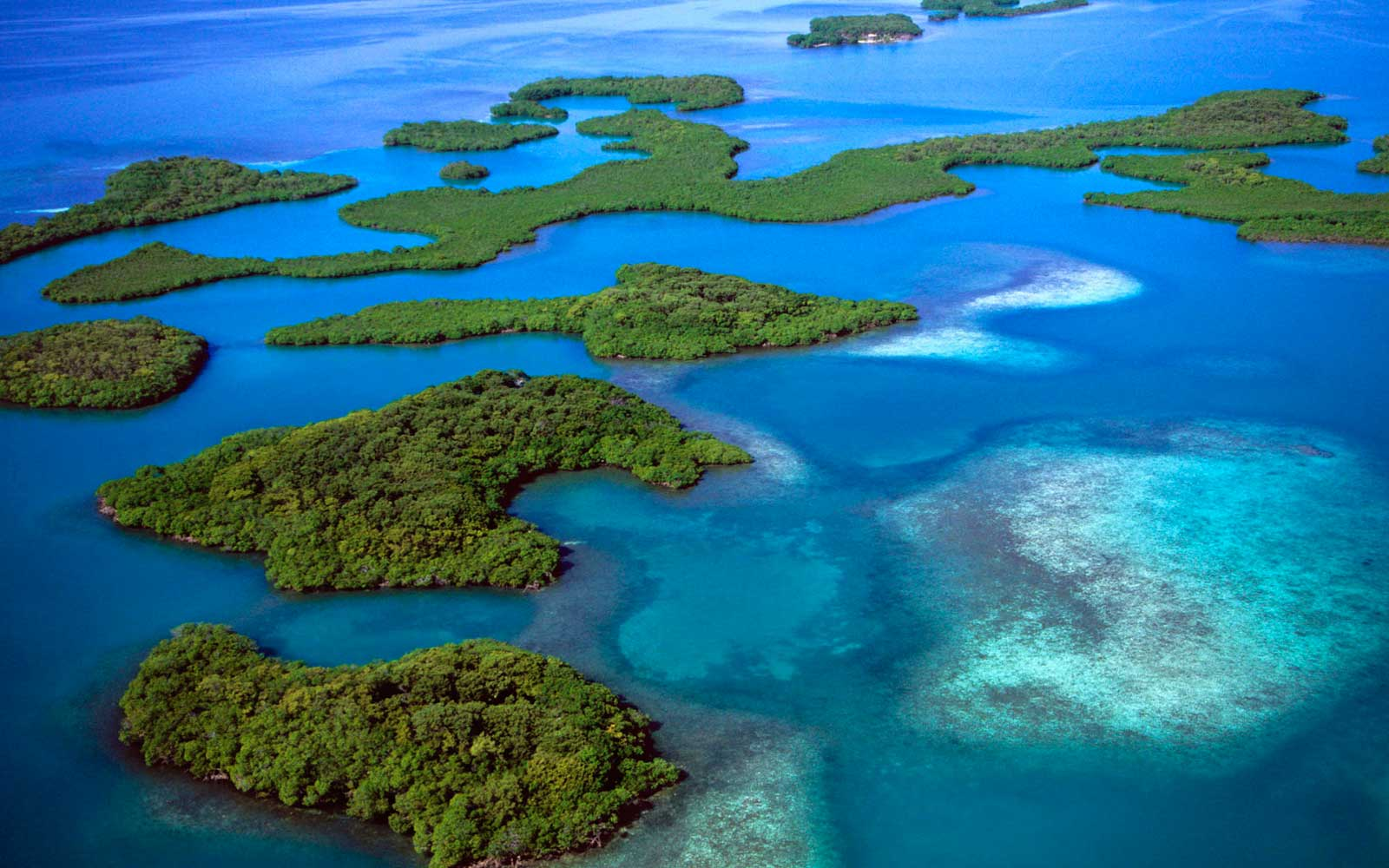 http://1.bp.blogspot.com/-kVvKXH_Aw6g/T5zqf9eX8kI/AAAAAAAAHpM/XOmu-NVbJYw/s1600/Amazing+Island_Wallpaper.jpg