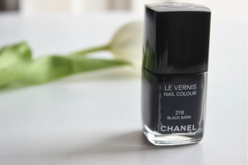 Chanel Le Vernis Nail Colour in Black Satin 219