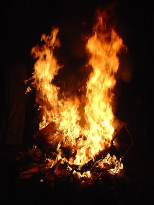 Mơ thấy có đám ma & cháy nhà, cháy cả quan tài