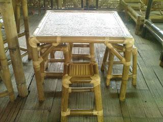Desain Meja Makan Unik Berbahan Dasar Bambu