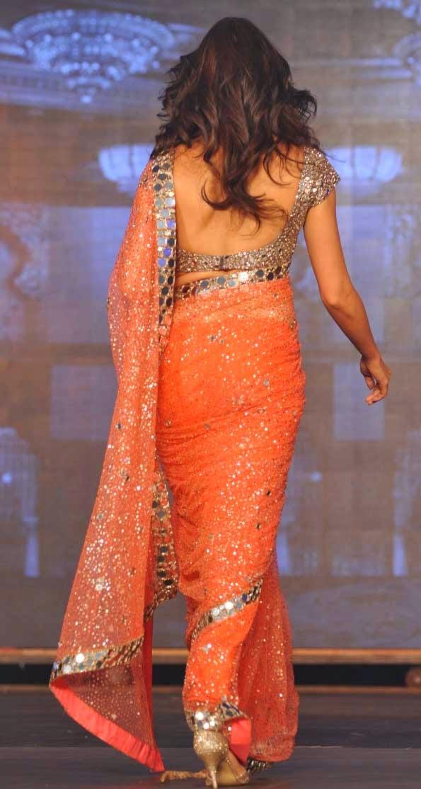 Deepika Padukone Hot Navel Photos from Happy New Year Movie