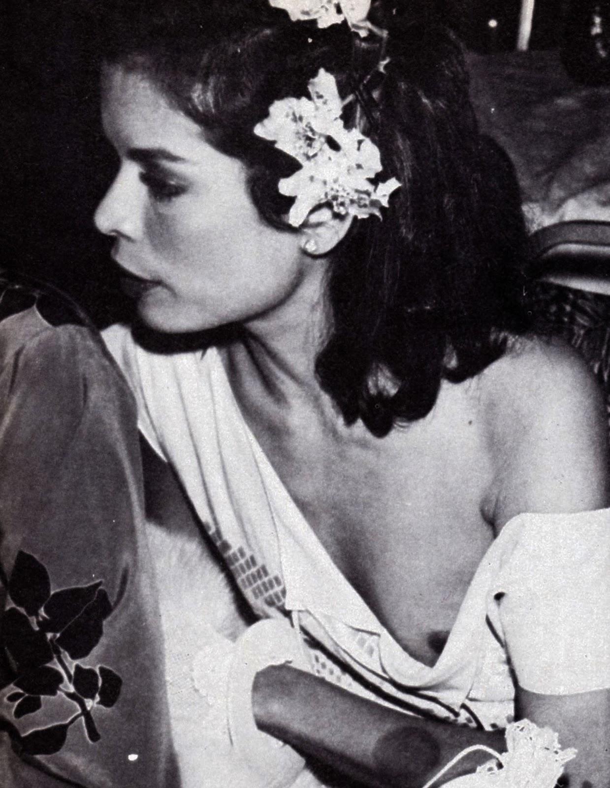 amateur-jizz-naked-bianca-black-and-white