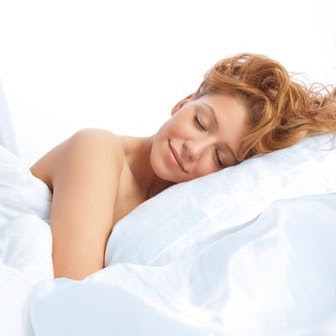 Reasons Why Sleeping Naked is Good for You - Counting