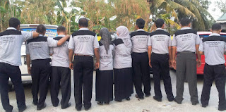 Para pendidik di Sidrap menyosialisasikan Program Budaya Baca di Sidrap lewat kaos dan branding belakang mobil