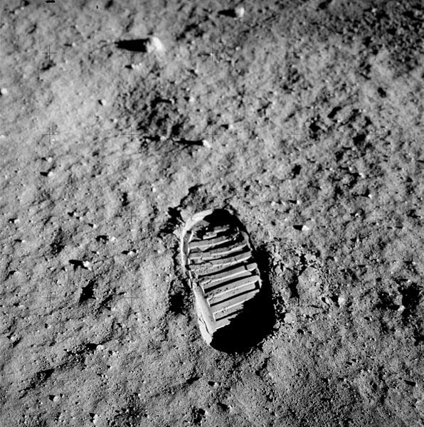 Buzz aldrin's footprint NASA space program moon landing controversy science astronomy space astronauts apollo