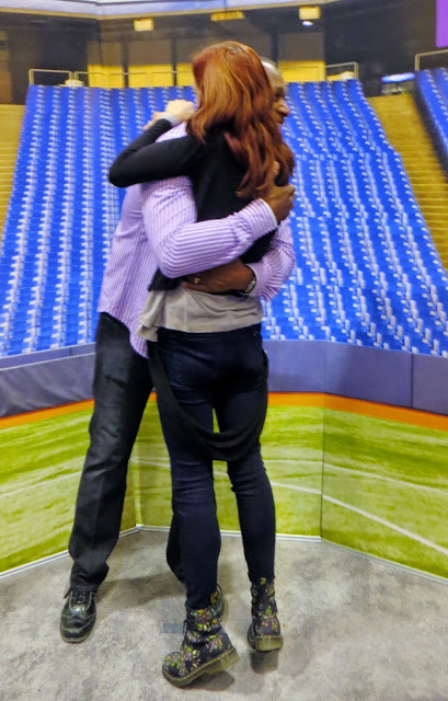 The National Wome's Show, Toronto, Lifestyle, fashion, beauty, products, vendors, samples, girls weekend, shopping, event, ontario, canada, fun, 2014, the purple scarf, melanieps, blue jays, baseball, player, joe carter, hug