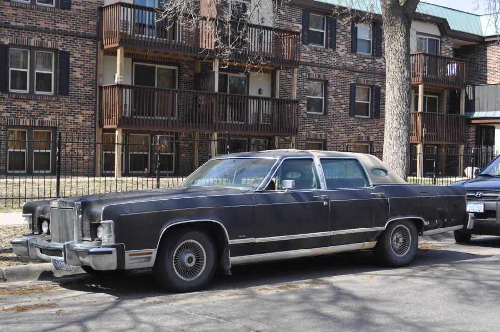 the automotive way minneapolis street sighting lincoln continental town car. Black Bedroom Furniture Sets. Home Design Ideas