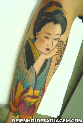 Gueixa Colorida em Tattoo