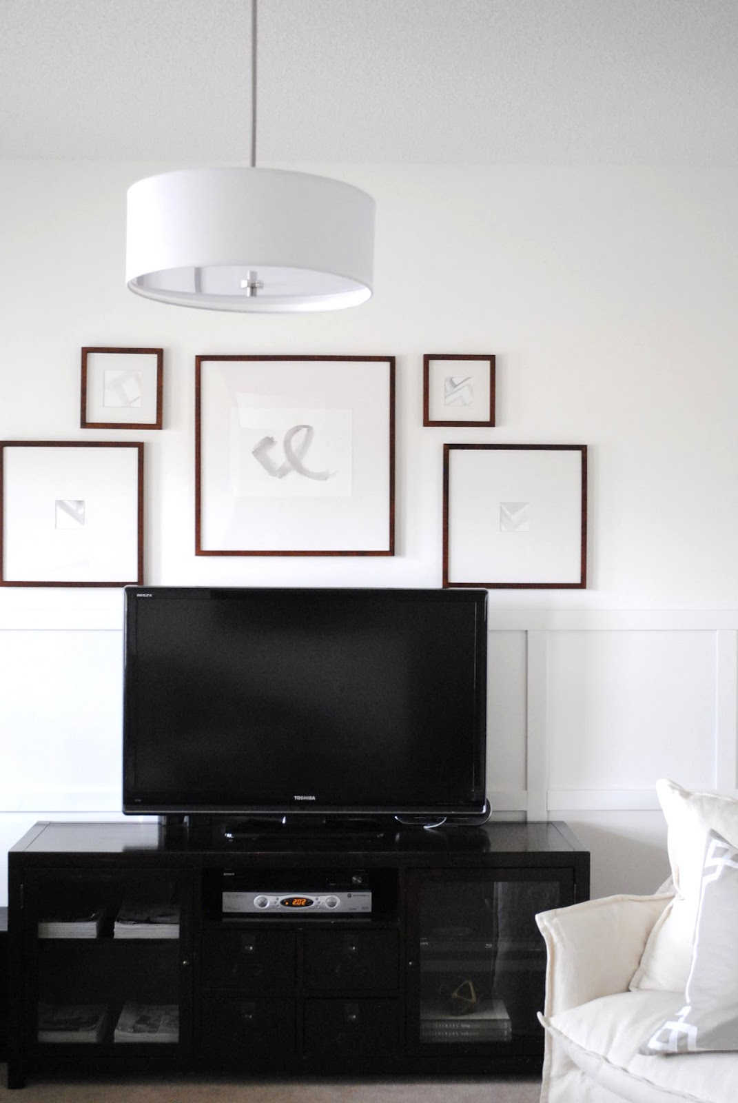 Wall Decoration Above Tv : Flourish design style framing a tv with gallery wall