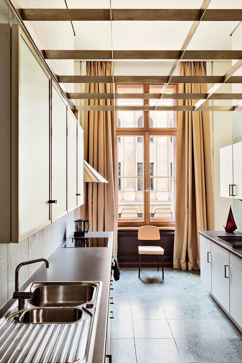 Schlichtes Design in der Küche - Werkstatt statt Cafe