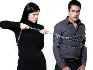 Top 5 Dangerous Girlfriend Traps - woman hurting a man