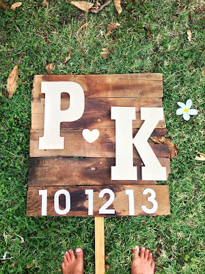 http://tricesays.tumblr.com/post/66428939883/diy-wedding-signs-from-recycled-wood