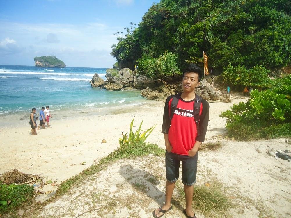 Pantai Goa Cina di Malang