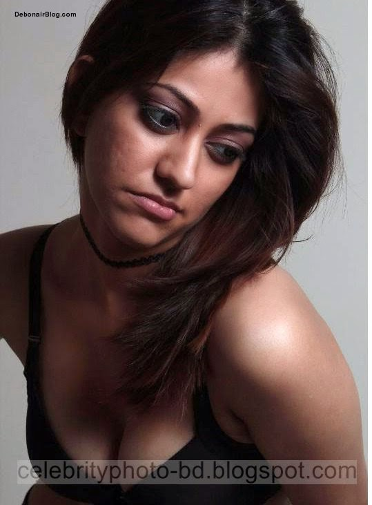 Dhaka+North+South+University+Girl+Showing+Her+Big+Boobs+Cleavages+Photos+2014001