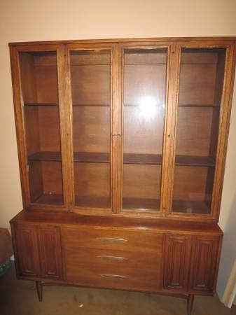 Sculptra By Broyhill Premier China Cabinet For Sale