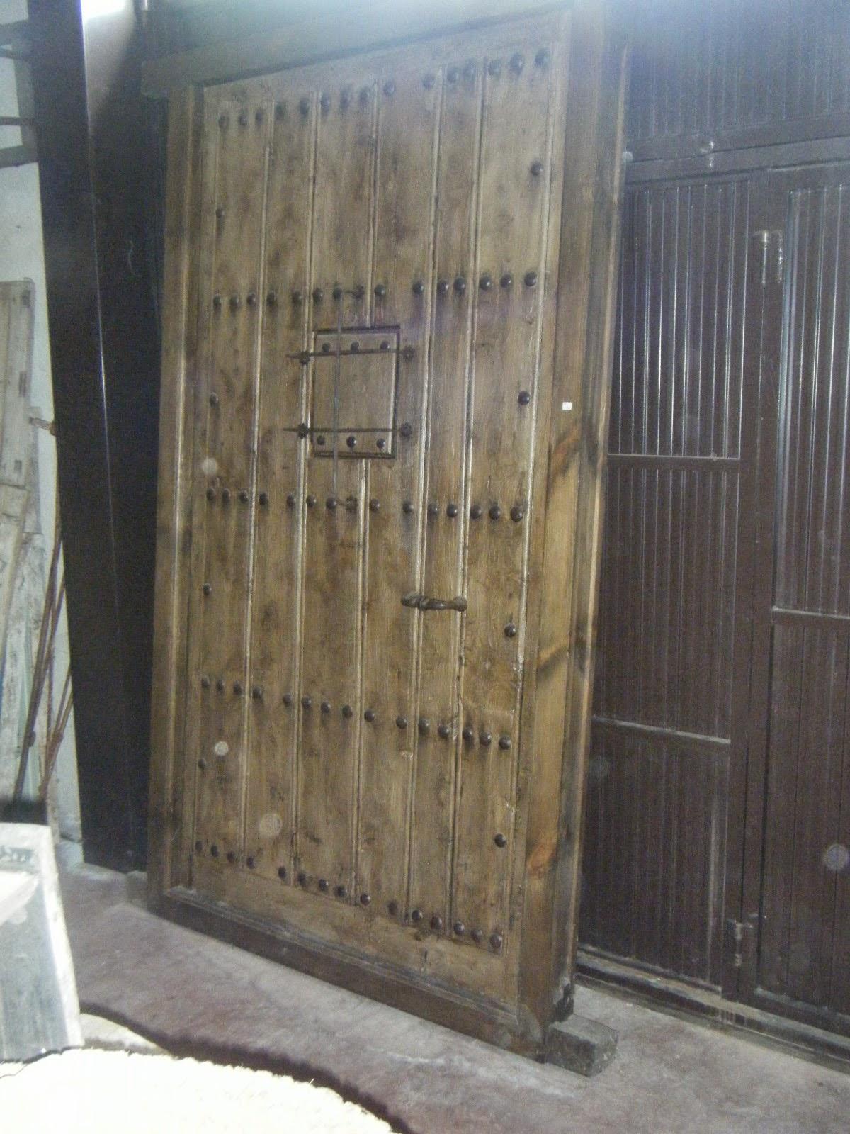 Antig edades almagro puertas ventanucos herrajes for Remate de puertas de madera