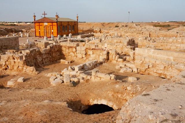 De turismo en Abu Mena, Egipto
