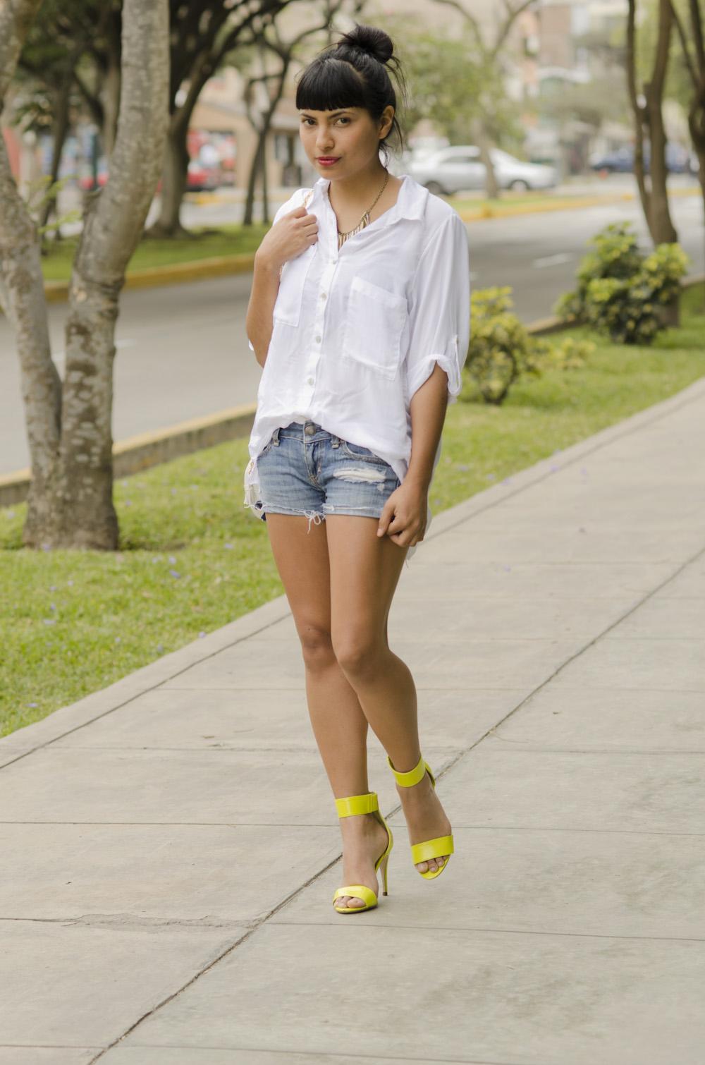 basic white blouse fashion in da hat