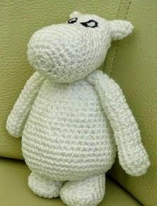http://translate.google.es/translate?hl=es&sl=en&tl=es&u=http%3A%2F%2F3rabbitspatterns.blogspot.co.uk%2F2015%2F02%2Ffree-moomin-crochet-pattern.html
