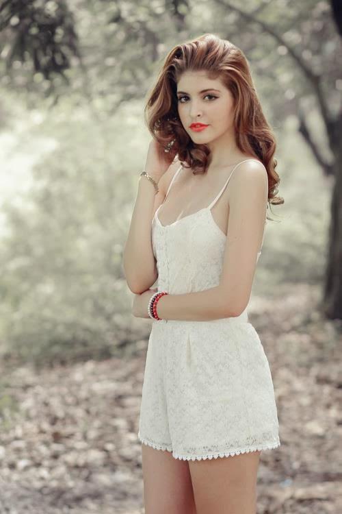 Andrea Aybar gợi cảm trong rừng