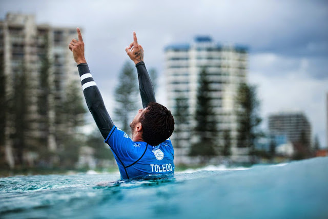 13 Quiksilver Pro Gold Coast 2015 Filipe Toledo Foto WSL Kelly Cestari