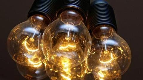 La primera subasta de energía para pymes lanzada el pasado 19 de mayo por HelpMyCash.com y elrebajador. es ya tiene ganador: la empresa vasca Elur Energía, que proporcionará un ahorro de hasta un tercio del gasto anual en luz a las más de 1.500 empresas inscritas .