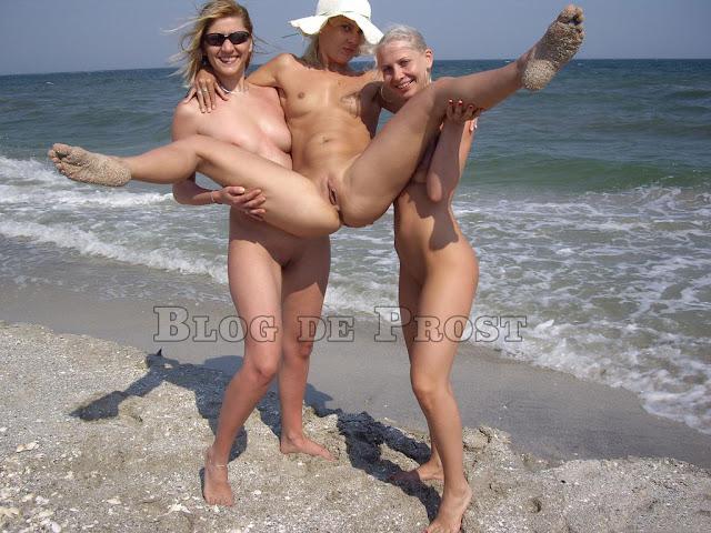Пляж с голыми людьми