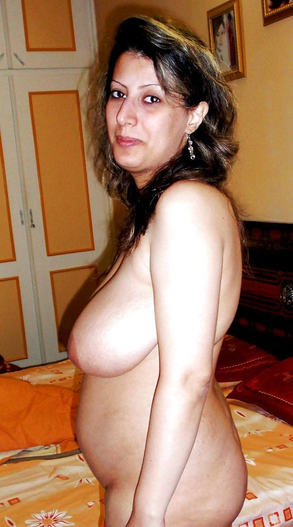 Busty Iranian Woman Nude Photos