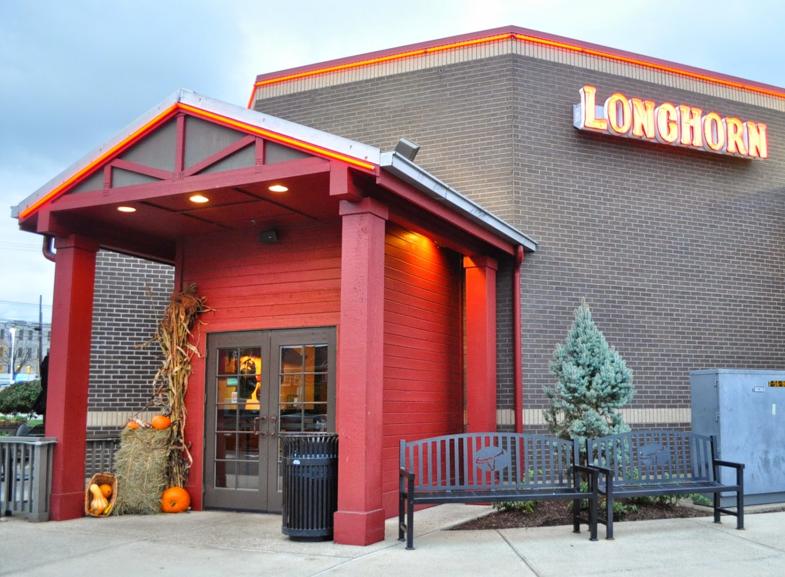 Restaurant Review: Longhorn Steakhouse | The Food Hussy!