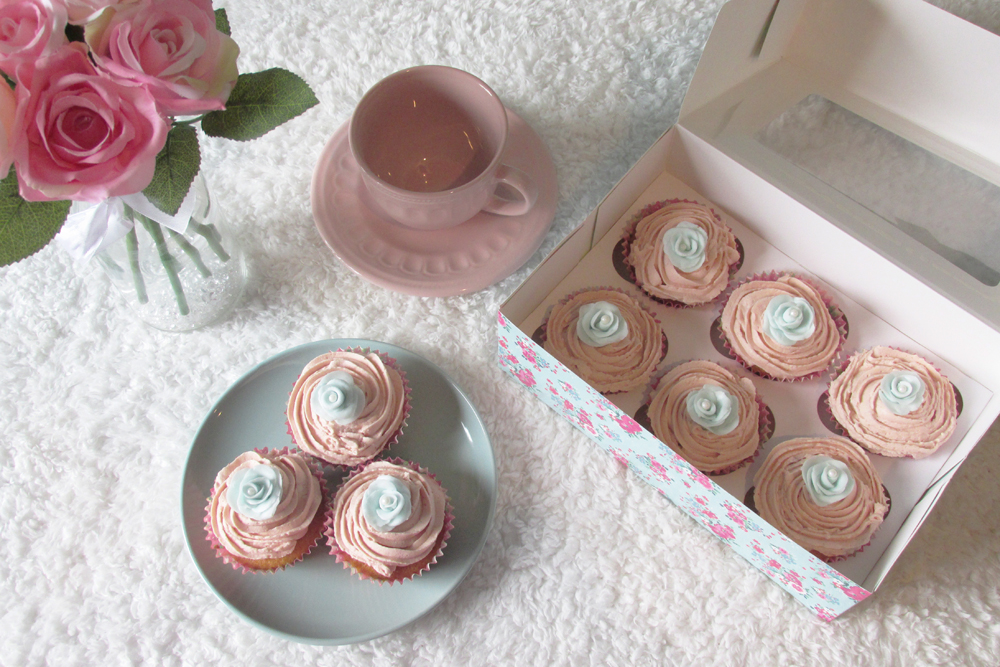 cupcakes, cupcake decorating, cake baking, cupcake recipe, floral cupcakes, pretty cupcakes for mothers day